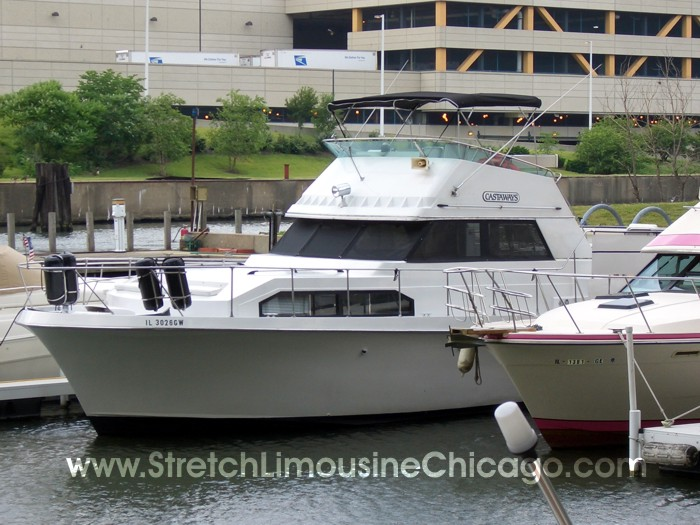 Tour Chicago In Our Luxury 20 Passenger Luxury Boat