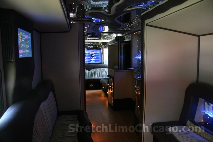 Chicago Party Bus Party Bus Rentals In Chicago And Suburbs