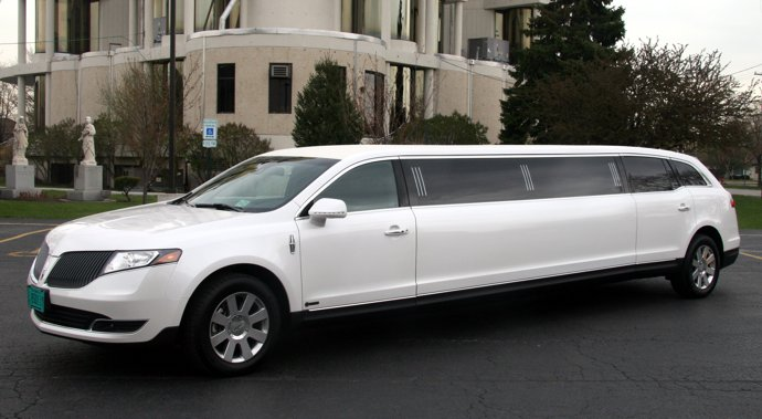 white mkt lincoln mkt wedding limo